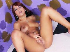 Sexy Jordana Rubbing Her Coot